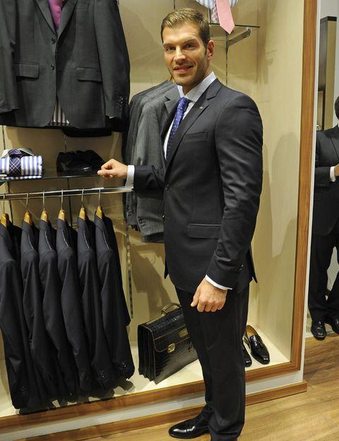 Coat, Dress shirt, Collar, Trousers, Shirt, Outerwear, Suit trousers, Standing, Formal wear, Suit,