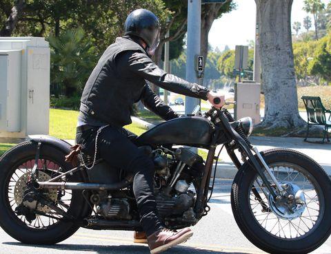 Motorcycle, Tire, Wheel, Automotive tire, Fuel tank, Vehicle, Shoe, Automotive design, Automotive lighting, Vehicle brake,