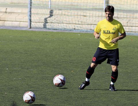 Ball, Football, Sports equipment, Grass, Soccer ball, Team sport, Ball game, Sport venue, Soccer, Jersey,