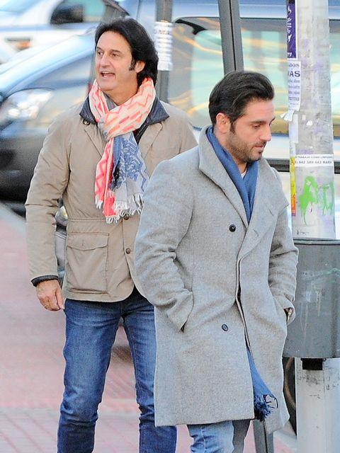 Clothing, Outerwear, Street fashion, Snapshot, Fashion, Coat, Jeans, Jacket, Overcoat, Blazer,