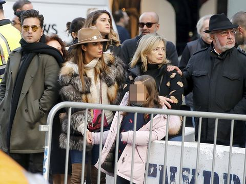 Face, People, Hat, Winter, Street fashion, Fashion accessory, Jacket, Fashion, Bag, Luggage and bags,