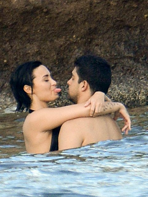 Body of water, Ear, Fun, Water, People in nature, Summer, Interaction, Black hair, Vacation, Barechested,