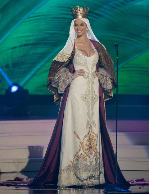 Dress, Formal wear, Headpiece, Gown, Costume design, Fashion, Veil, Bridal clothing, Hair accessory, Stage,
