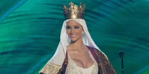 Hair accessory, Style, Headpiece, Headgear, Dress, Fashion, Crown, Eyelash, Embellishment, Veil,