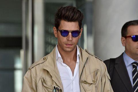 Eyewear, Sunglasses, Cool, Glasses, Fashion, Vision care, Human, Forehead, Outerwear, Street fashion,