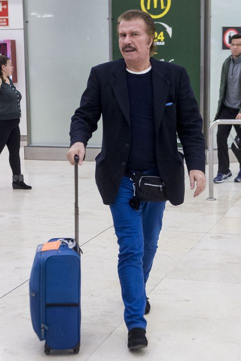 Blue, Cobalt blue, Standing, Blazer, Baggage, Yellow, Electric blue, Fashion, Hand luggage, Suit,