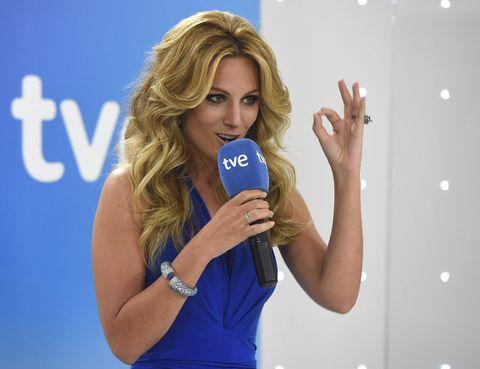 Microphone, Finger, Audio equipment, Hand, Elbow, Wrist, Electric blue, Blond, Brown hair, Long hair,