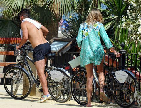 Clothing, Wheel, Tire, Bicycle wheel, Leg, Bicycle tire, Bicycle wheel rim, Land vehicle, Bicycle, Dress,
