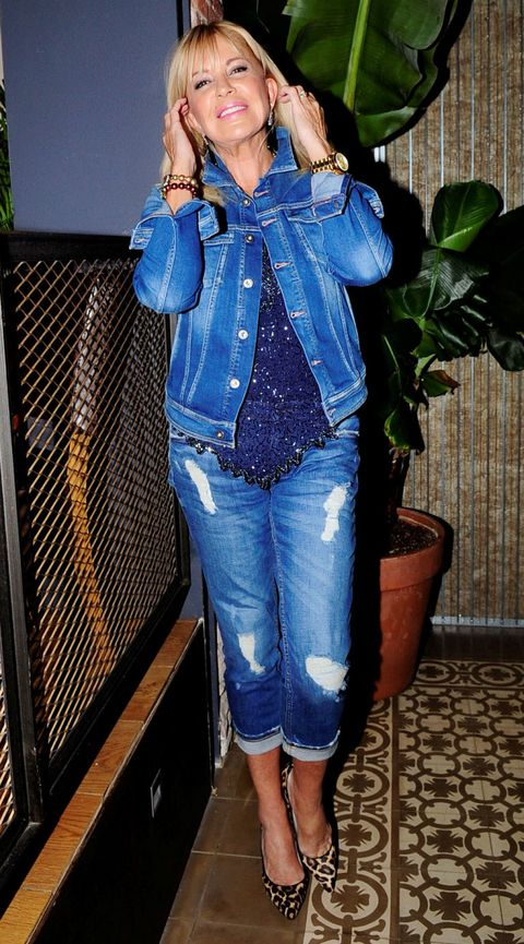 Clothing, Leg, Blue, Denim, Sleeve, Jeans, Textile, Joint, Outerwear, Flowerpot,