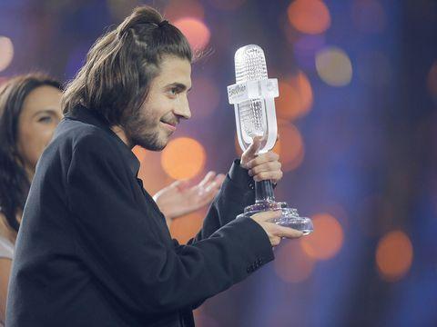 Finger, Hand, Music artist, Facial hair, Beard, Thumb, String instrument, Celebrating, Award, Plucked string instruments,