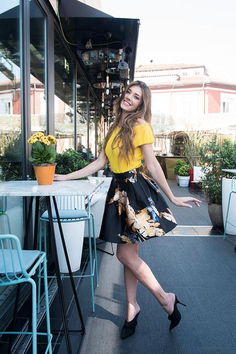 Clothing, Yellow, Fashion, Leg, Street fashion, Footwear, Snapshot, Dress, Shoulder, Waist,
