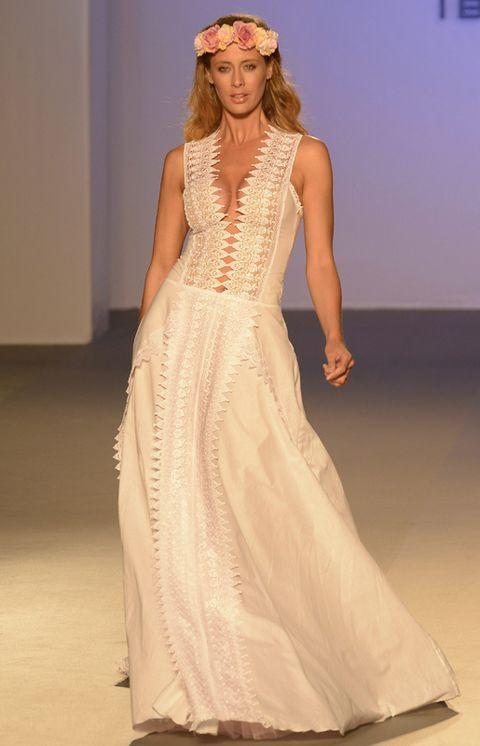 Shoulder, Textile, Joint, Fashion show, Style, Dress, Gown, Fashion model, Formal wear, One-piece garment,