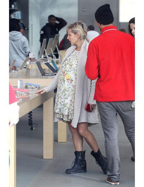 Trousers, Coat, Dress, Shirt, Hat, Outerwear, Style, Fashion accessory, Street fashion, Fashion,