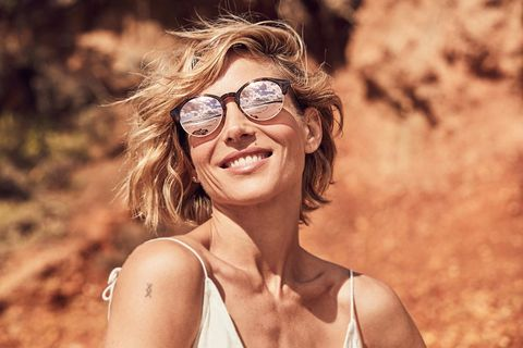 Eyewear, Hair, Glasses, Face, Facial expression, Beauty, Smile, Hairstyle, Skin, Sunglasses,