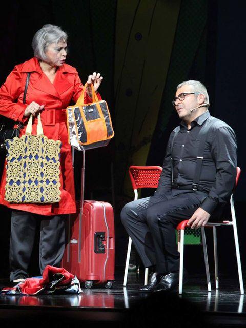 Bag, Luggage and bags, Fashion, Shoulder bag, Suit trousers, Baggage, Handbag, Tote bag, Stool,