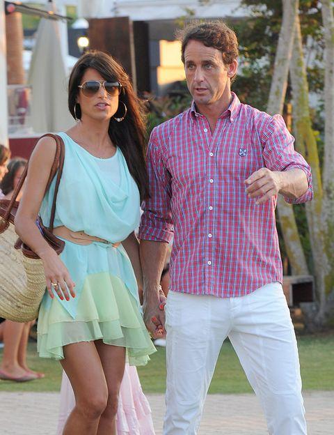 Clothing, Eyewear, Arm, Leg, Sleeve, Dress shirt, Shirt, Sunglasses, Dress, Fashion,