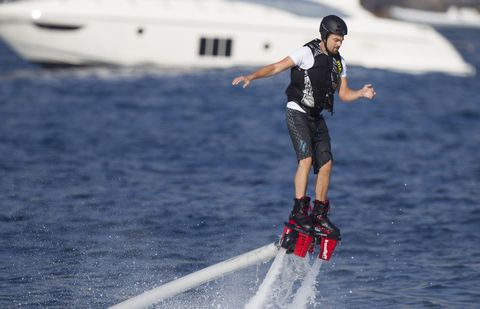Shorts, Knee, Surface water sports, Adventure, Towed water sport, Wakeboarding, Extreme sport, Water sport, Balance, Active pants,