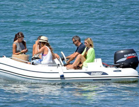 Eyewear, Recreation, Watercraft, Transport, Water, Boat, Outdoor recreation, Boating, Lake, Skiff,