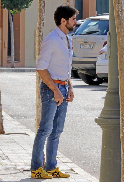 Jeans, Denim, Standing, Footwear, Waist, Street fashion, Textile, Shoe, Trousers, Shirt,