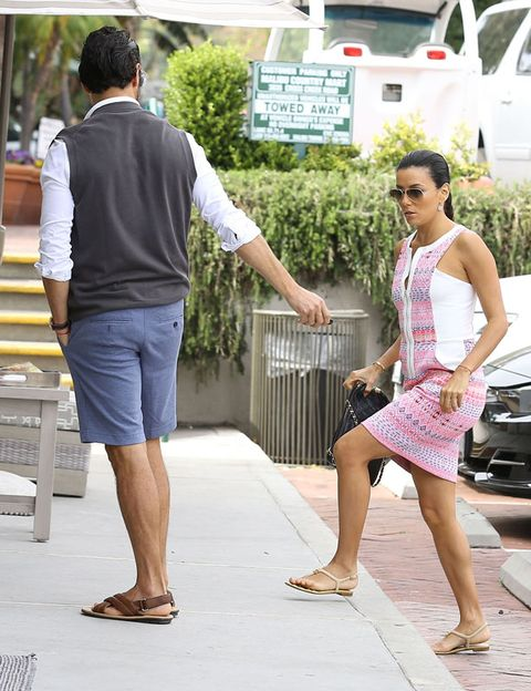 Clothing, Arm, Leg, Human leg, Human body, Shoulder, Standing, Dress, Summer, T-shirt,