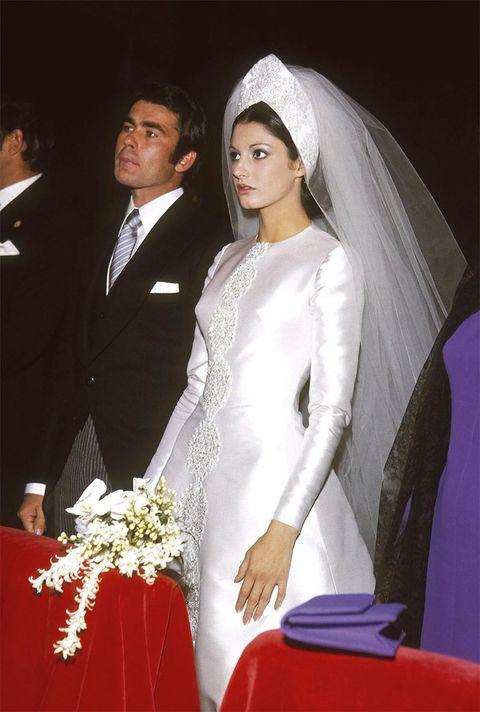 Bridal clothing, Bridal veil, Dress, Veil, Textile, Bridal accessory, Formal wear, Wedding dress, Bride, Coat,