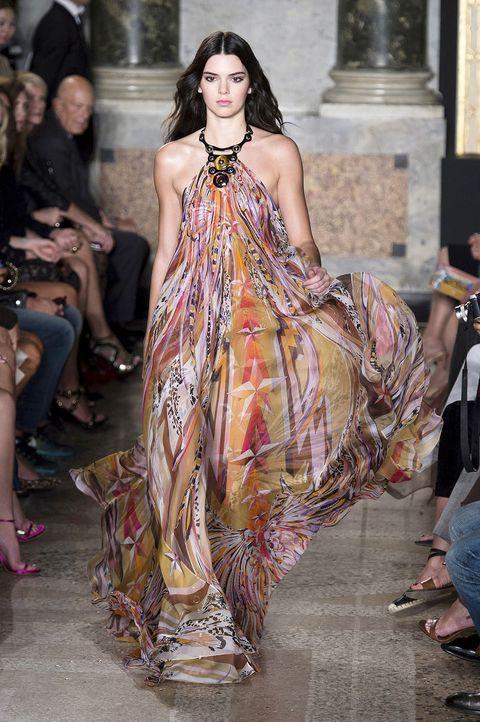 Fashion show, Style, Fashion model, Dress, Street fashion, Runway, Fashion, Model, Sandal, Haute couture,