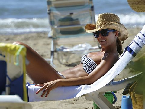 Eyewear, Vision care, Glasses, Fun, Sunglasses, Hat, Leisure, Goggles, Summer, People in nature,
