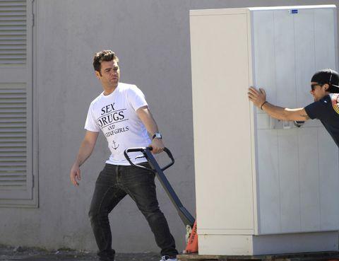 Trousers, Shoulder, Jeans, Denim, Shirt, Standing, Elbow, T-shirt, Goggles, Sunglasses,