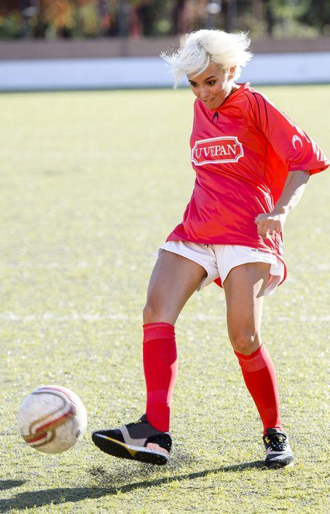 Ball, Football, Sports uniform, Shoe, Soccer ball, Sports equipment, Human leg, Jersey, Sock, Sportswear,