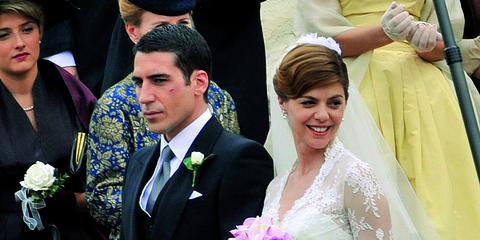 Event, Coat, Petal, Bridal clothing, Textile, Photograph, Outerwear, Happy, Formal wear, Suit,