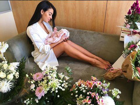Flower Arranging, Flower, Floristry, Floral design, Plant, Bouquet, Leg, Black hair, Japanese idol, Long hair,
