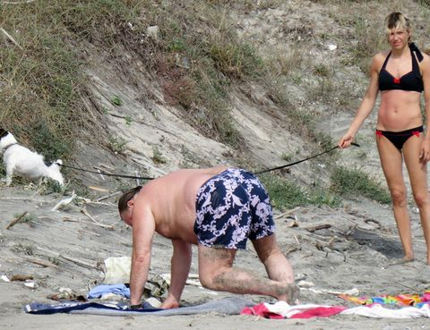 Leg, Human body, Human leg, Brassiere, Elbow, Summer, Slipper, Swimwear, Swimsuit top, Waist,