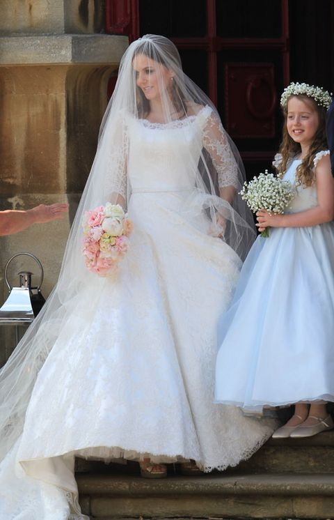 Clothing, Dress, Bridal clothing, Bridal veil, Sleeve, Veil, Bride, Wedding dress, Photograph, Gown,