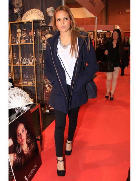 Outerwear, Jacket, Style, Fashion, Street fashion, Bag, Fashion model, Fur, Natural material, Shelf,