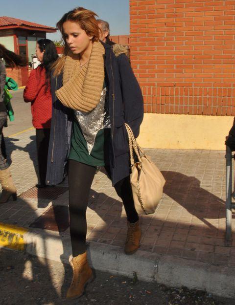 Clothing, Leg, Trousers, Outerwear, Jacket, Style, Bag, Street fashion, Fashion accessory, Street,