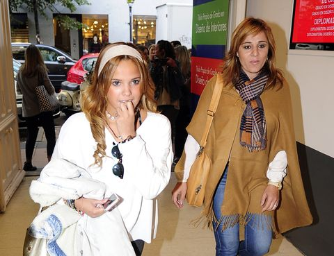 Human body, Outerwear, Fashion accessory, Bag, Luggage and bags, Fashion, Stole, Denim, Street fashion, Scarf,