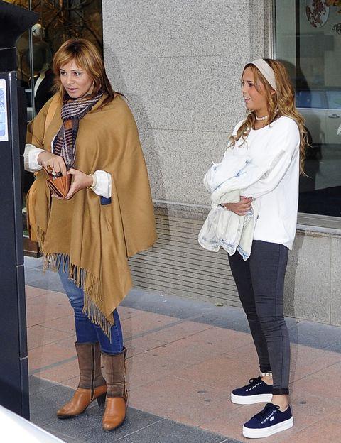 Clothing, Footwear, Leg, Textile, Outerwear, Style, Bag, Street fashion, Boot, Fashion accessory,