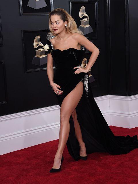 Shoulder, Dress, Flooring, Carpet, Waist, Picture frame, Fashion, Latex, High heels, Strapless dress,