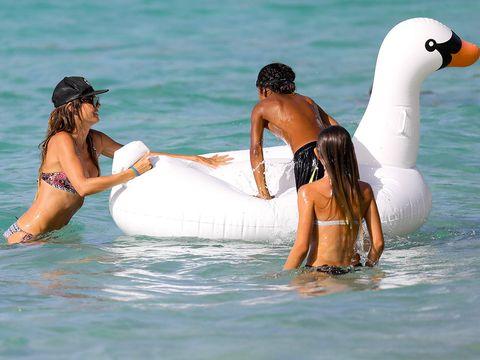 Daytime, Fun, Water, Leisure, Summer, People in nature, Interaction, Swimwear, Beauty, Vacation,