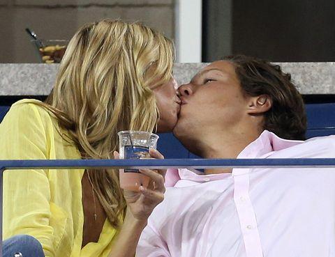 Kiss, Romance, Interaction, Sharing, Love, Blond, Conversation, Gesture, Long hair, Step cutting,