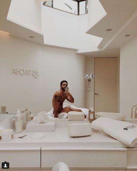 Room, Interior design, Comfort, Ceiling, Knee, Interior design, Linens, Helmet, Light fixture, Plumbing fixture,
