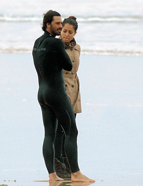 People in nature, Interaction, Wetsuit, Foot, Active pants, Tights, Beach, Spandex, Holiday, Toe,