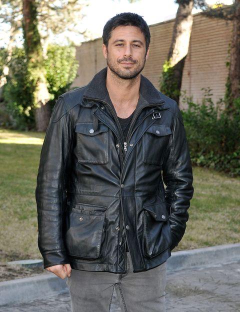 Clothing, Jacket, Sleeve, Textile, Shirt, Outerwear, Style, Collar, Street fashion, Leather,
