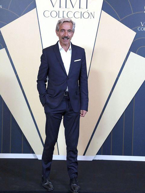 Suit, Formal wear, Clothing, Tuxedo, Fashion, White-collar worker, Blazer, Pantsuit, Outerwear, Electric blue,
