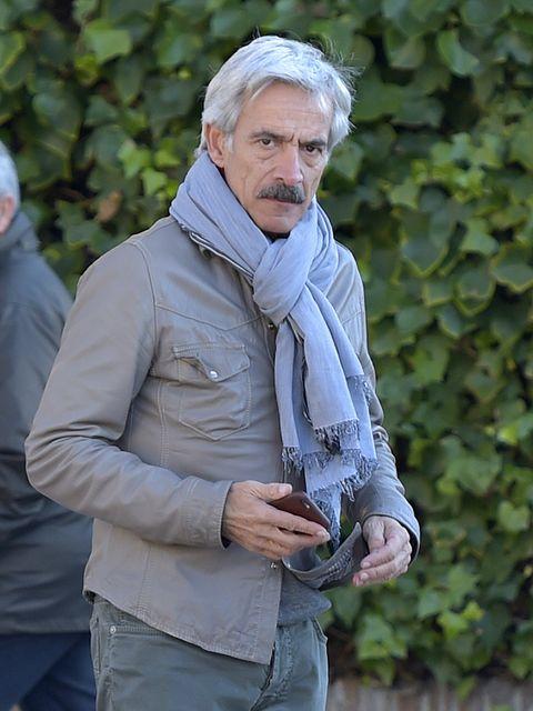 Jacket, Sleeve, Outerwear, People in nature, Street fashion, Wrinkle, Facial hair, Pocket, Top, Beard,