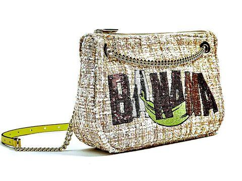 Bag, Handbag, Fashion accessory, Beige, Font, Shoulder bag, Luggage and bags, Satchel, Messenger bag,