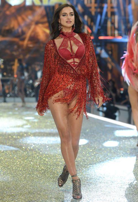 Leg, Fashion show, Human leg, Shoulder, Runway, Waist, Fashion model, Style, Dress, Beauty,