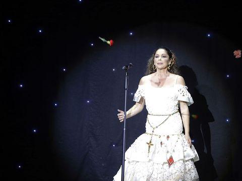 Microphone, Audio equipment, Entertainment, Performing arts, Dress, Artist, Music artist, Music venue, Performance, Singing,