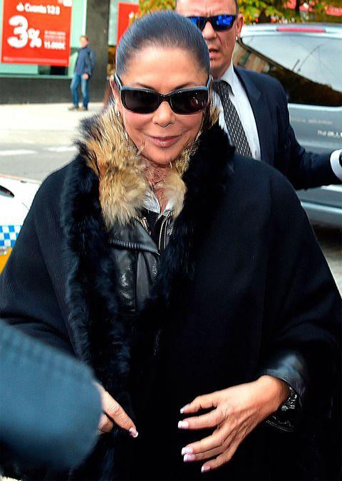 Eyewear, Glasses, Vision care, Sunglasses, Jacket, Textile, Outerwear, Coat, Hat, Street fashion,