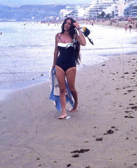 Brassiere, Swimwear, Summer, Waist, Barefoot, Undergarment, Sand, Vacation, Lingerie, Swimsuit top,